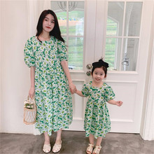 Vestidos estampados de margaritas pequeñas para madre e hija, ropa a juego de verano para Familia