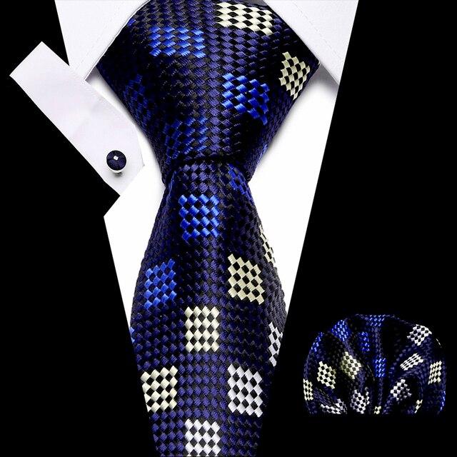 красные шелковые мужские галстуки с геометрическим рисунком фотография