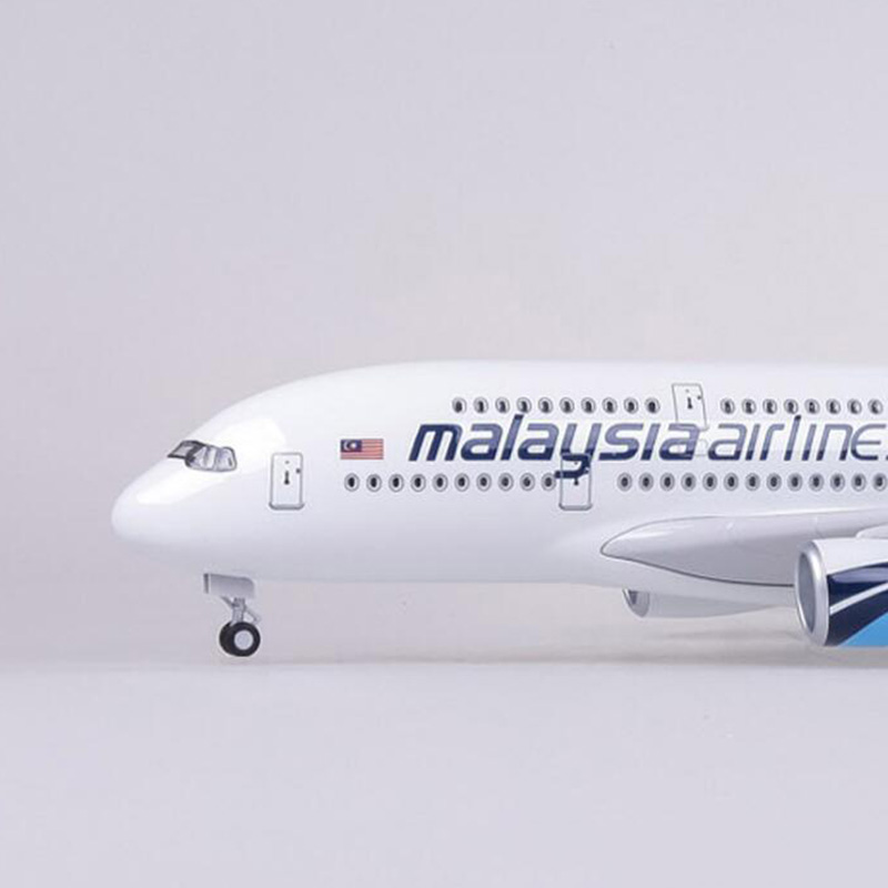 1/160 Scale 50.5CM Airline Airbus A380 Malaysia Airplane Model W Light and Wheel Diecast Plastic Resin Plane For Collection
