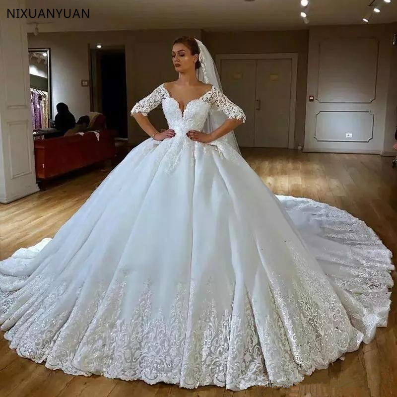 2020 Lace Ball Gown Wedding Dress V Neck Lace Appliques Beaded Half Sleeves Royal Train Vintage Wedding Dress Arabic Bridal Gown