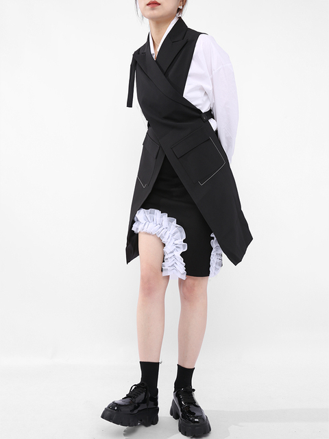 [EAM] Women Loose Fit Black Button Cross Irregular Long Vest New Lapel Sleeveless Fashion Tide Spring Summer 2021 1DD929701 3