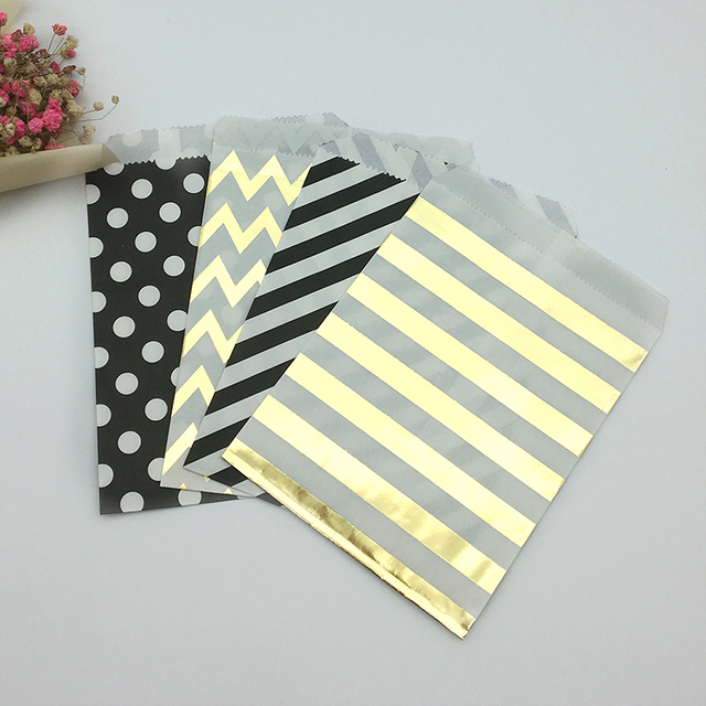 100pcs מעורב שחור וזהב מנוקדת שברון פסים נייר שקיות פינוק גודי בעד שקיות לחתונה יום הולדת סוכריות מתוק אריזה