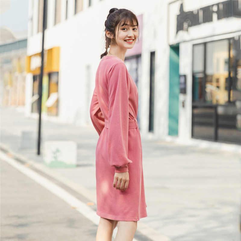 إنمان 2020 ربيع جديد وصول موضة الأدبية Crewneck لون نقي التخسيس فستان بكم طويل مع حزام