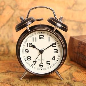 4 inch Retro Metal Alarm Clock Simple Bedside Luminous Alarm Clock Student Morning Gets up Vintage Table Clock