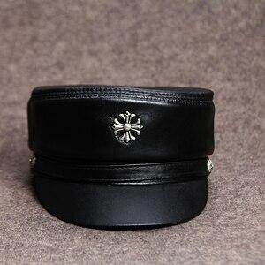 Caps militares de couro real das mulheres dos homens preto da motocicleta rock caps do exército com corrente de couro genuíno capitães chapéu outono tampa plana