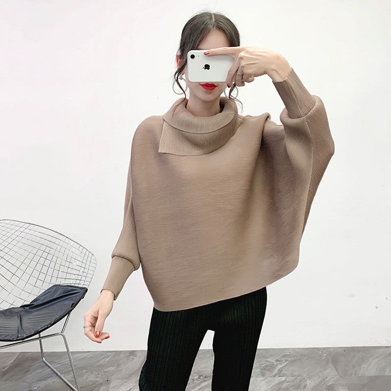Camisetas de talla grande mujeres Otoño Invierno 2019 nuevo cuello alto mangas de murciélago Color sólido suelto elástico Miyake plisado mujeres Tops