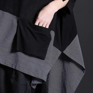 Image 3 - [EAM] 2020 New Spring Round Neck Long Sleeve Black Gray Irregular Plaid Hem Split Joint Big Size T shirt Women Fashion Tide JE68