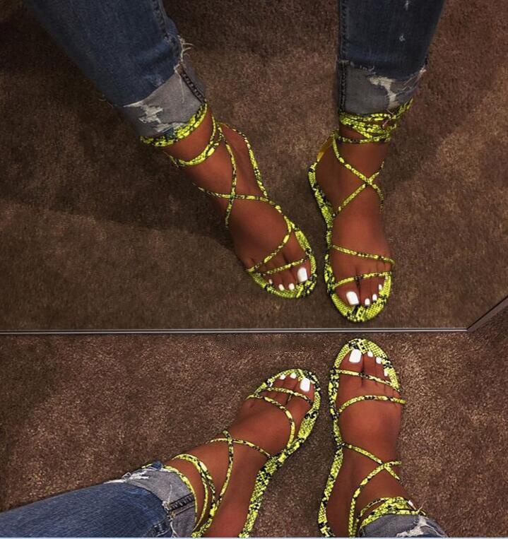 2019 Women's Flat Sandals Summer Outside Leopard Snake Print Shoes Ankle Strap Buckle Strap Gladiator Sandals 9056