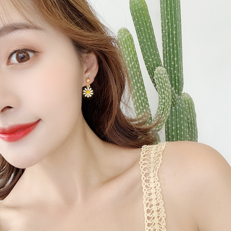 Korean Temperament Sweet Wild Earrings Simple Small Fresh Daisy Flowers Creative Personality