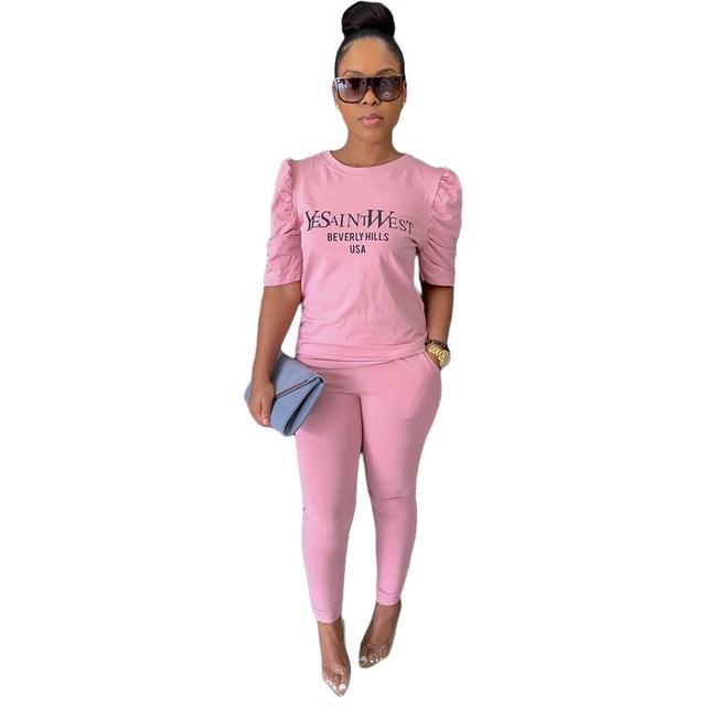 Фото модный эластичный повседневный костюм однотонный женский спортивный