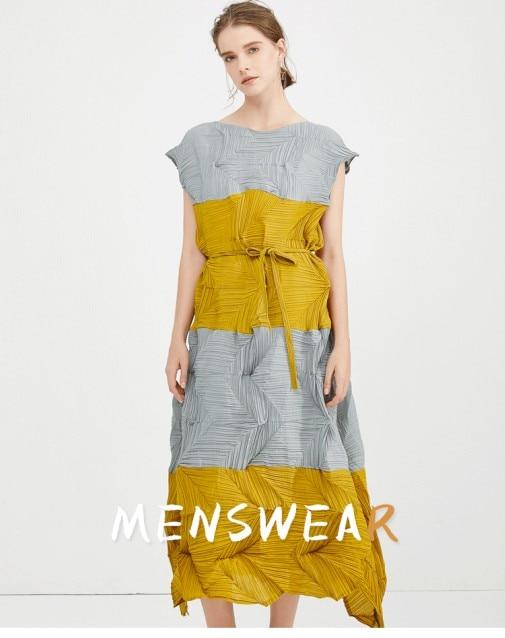 Livraison gratuite Miyake mode pli diamant plis robe sans manches patchwork o-cou acing bourgeon robe en STOCK