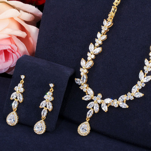 Image 5 - CWWZircons Elegante Queda de Folhas Nigeriano Africano CZ Zirconia Ouro Amarelo Noivas Conjunto De Jóias de Casamento para As Mulheres Vestido de Festa T371