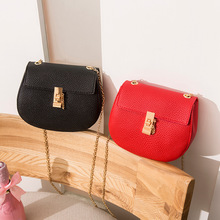 li zhi wen Packet 2020 Korean Version of the New Chain Handbags Shoulder Shoulder Bag Buckle Mobile Phone Bag Mini yuan bao li wen envy 200g