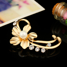 Crystal Rhinestone Flower Brooch for women Wedding party clothing accessories Elegant Lady Casual Jewelry