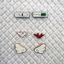 2 sztuk/zestaw moda broszka emaliowana śliczne skrzydła Origami bateria Mix odznaka szpilki na plecaki biżuteria prezent