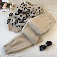 Amolapha kobiety dzianiny Leopard swetry swetry + spodnie zestawy kobieta moda swetry spodnie 2 sztuk kostiumy strój tanie tanio CN (pochodzenie) REGULAR Kostek O-neck Elastyczny pas COTTON Poliester WOMEN Anglia styl Pełna NONE Women Sets Kostki długości spodnie