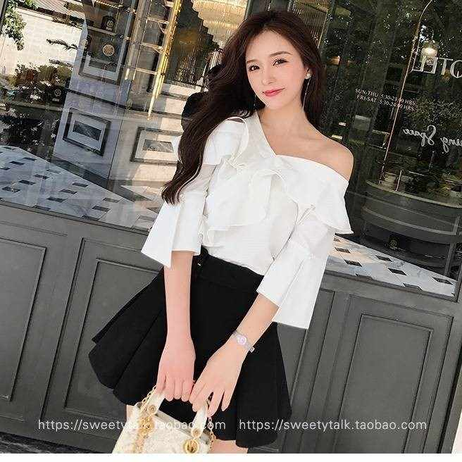 2019 Korean style New Style Flounced Sloping Shoulder off Bell Sleeve Half sleeve Shirt White Tops Women's