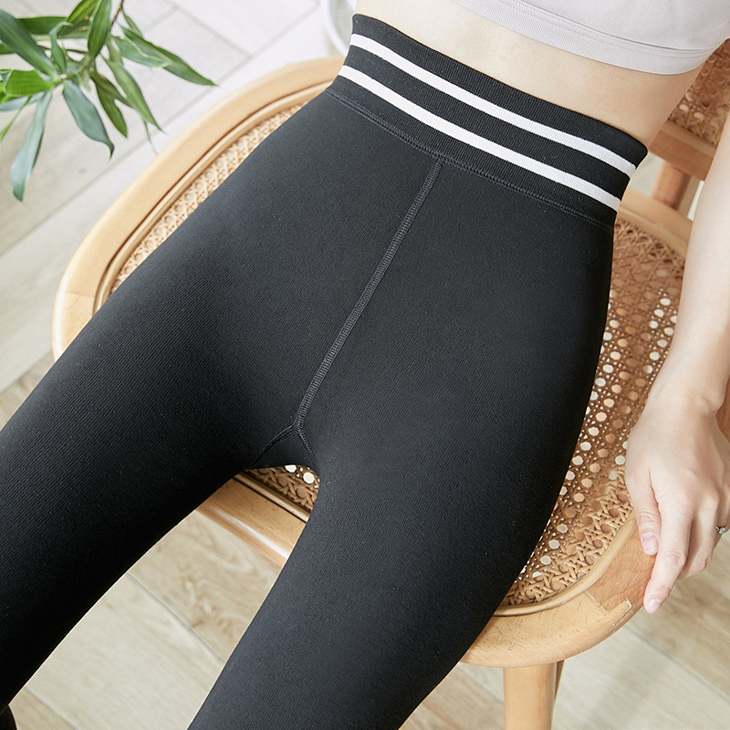 Autumn and winter yoga pants plus velvet to keep warm, women's outer wear high waist seamless slimming plus size leggings 2