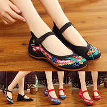 цены Spring Summer Size35-43 Woman Flat Shoes Vintage Flowers Embroidery Shoes Women Chinese Old Peking Casual Cloth Dancing Shoes