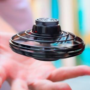 Flynova Mini Fidget Finger Spinner volador, giratorio de retorno para juegos al aire libre, platillo OVNI de juguete, LED intermitente para niños y adultos