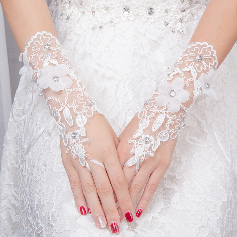 New Cheap Wedding Gloves Bridal White Lace Fingerless Sequin Applique Wedding Accessories Women Glove Short Beaded Bride Gloves
