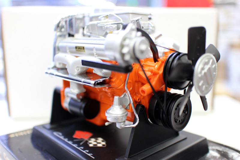 New Special Die Casting Metal 1/6 Car Engine Simulation Model V8 Engine Home Display Collection Toys For Children