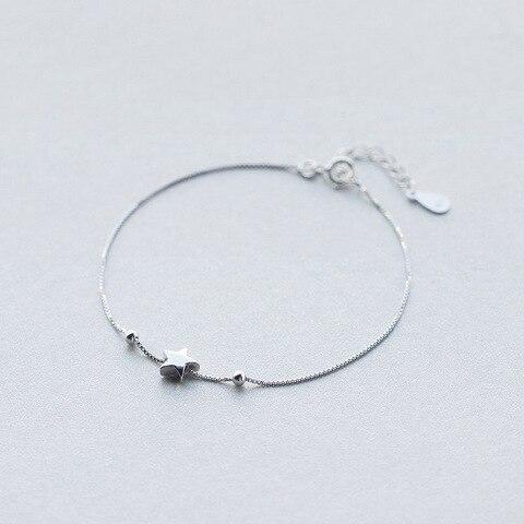 Простой серебряный браслет со звездами и шармами для женщин
