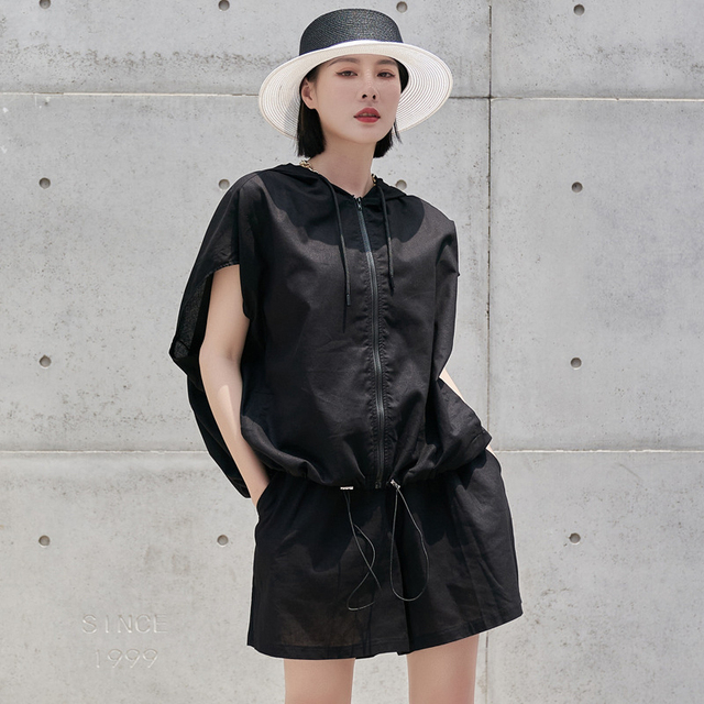 [EAM] Wide Leg Shorts Oversized Two Piece Suit New Hooded Sleeveless Black Loose Fit Women Fashion Spring Summer 2021 1DE0282 3