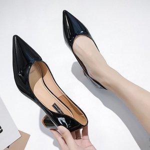 Image 4 - ヨーロッパスタイルガールハイヒール女性 2019 春の新女性は野生指摘浅い口単一の靴と厚い作業靴