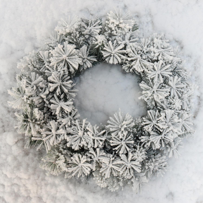 Christmas Flocked Wreath Snow Huan Christmas Door Hanging Christmas Wreath Decorative Christmas Wreath