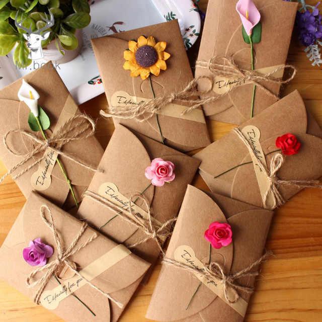 10Pcs Retro DIYกระดาษคราฟท์บัตรอวยพรที่มีซองจดหมายHandmadeแห้งดอกไม้งานแต่งงานเชิญซอง