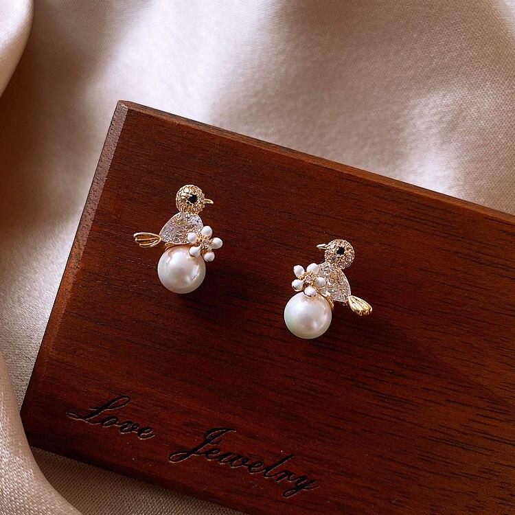 Pearl earrings 2020 fashion niche design earrings temperament female earrings elegant exquisite Trend Fashion Stud Earrings