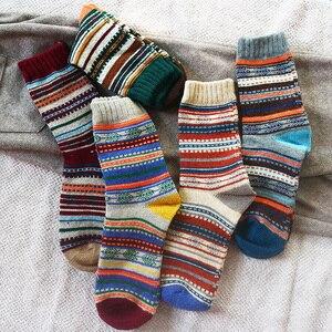 Image 1 - Hiver nouveau hommes épais chaleur Harajuku rétro haute qualité rayé mode laine chaussettes décontractées 5 paire
