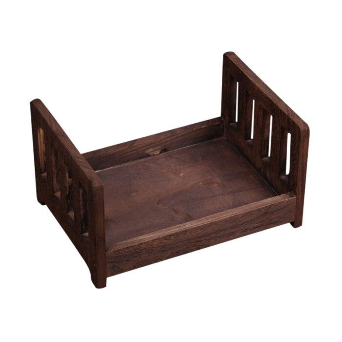 Cama de madeira do bebê presente foto