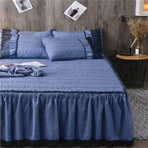 Image 2 - ヨーロッパの高級ベッドカバーと 2 個枕厚い綿スカートレースエッジツインクイーンキングサイズ寝具セット非スリップ