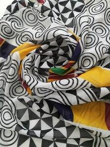 Image 2 - Afrikaanse Chiffon Digitale Bedrukte Stof Patroon Hot Selling Afrikaanse Wax Prints Chiffon Stof Voor De Zomer Jurken CHF 025 028