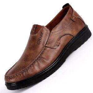 Image 1 - 2018 nuovo Confortevole Mens Casual Scarpe Vendita Calda Fannulloni Degli Uomini Scarpe In Pelle di Qualità Scarpe Degli Appartamenti Degli Uomini Mocassini Scarpe di Grande Formato 38 48