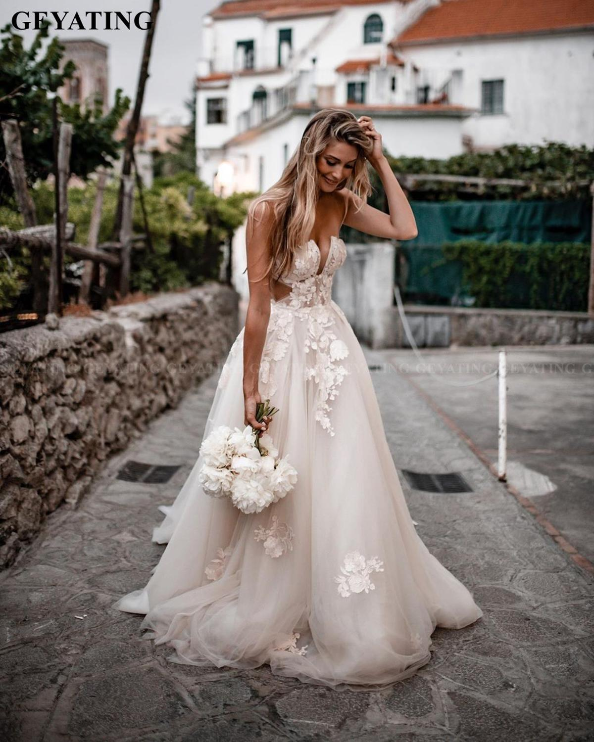 Rustic Lace Appliques Country Wedding Dress Bohemian 2020 Designer A-line Boho Retro Off Shoulder Bridal Gowns With Court Train