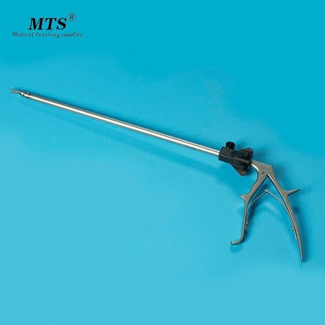 רפואי כירורגי ציוד לפרוסקופי מתכת titanium מהדק כלי דם קשירת מלקחיים קשירה קליפ