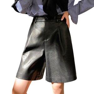 Image 1 - Shorts de couro pu com botões traseiros, moda feminina para outono e inverno, calção solta em couro com cinco pontos, plus size, S 3XL shorts com bermuda
