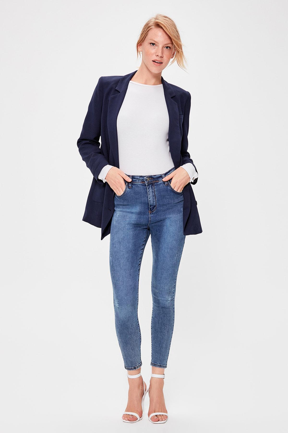 Trendyol Blue Yıpratmalı Normal Waist Skinny Jeans TWOAW20JE0227