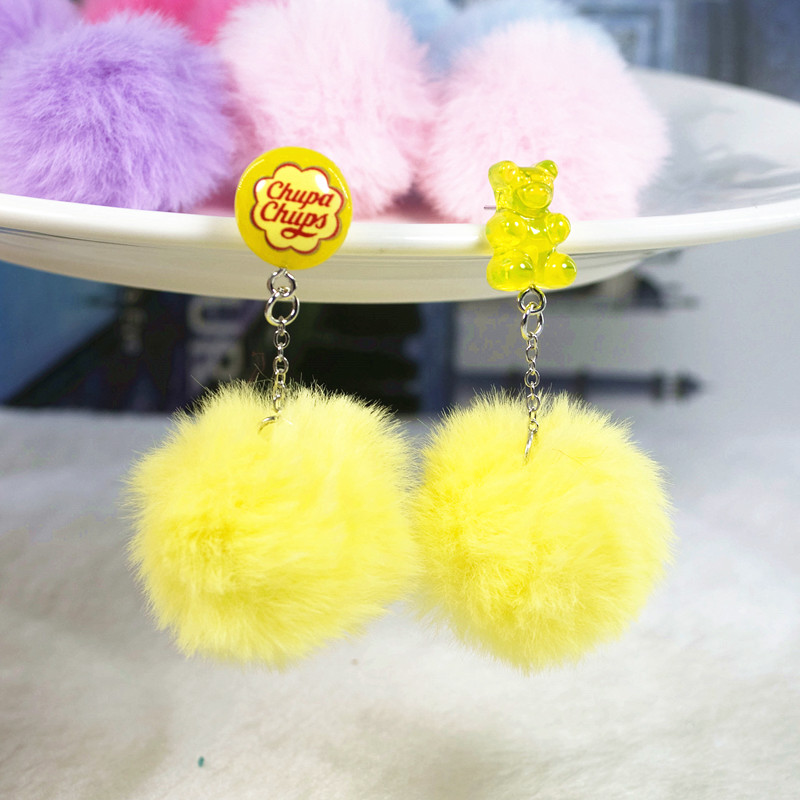 yellow pompom