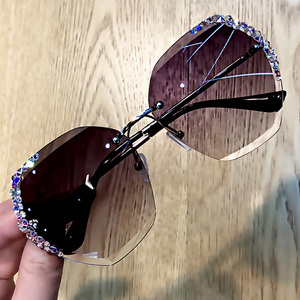 Image 3 - 럭셔리 무테 편광 선글라스 여성 스퀘어 크리스탈 선글라스 남성 빈티지 Oculos Feminino Lentes Gafas De Sol
