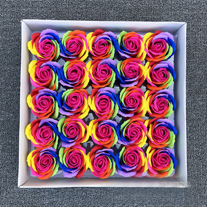 Image 4 - 25ピース/セットカラフルな石鹸ローズ装飾花石鹸花びら結婚式の好意バレンタインデーのギフトレインボーローズブーケ
