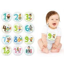 Pegatinas mensuales para bebés de 1 a 12 meses, pegatinas de seguimiento de la edad y el crecimiento del recién nacido, regalo de registro de ducha y foto de libro de recuerdos que mantiene