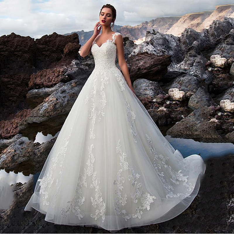 Tulle V Neck A-line Wedding Dresses Sexy Backless Lace Appliques Court Train Bridal Gown Customized Robe De Mariage Wedding Gown