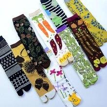 النساء الكرتون بتمشيط القطن اثنين تو الجوارب اليابانية متعدد الألوان الجاكار سبليت تو الجوارب الزهور الفن لطيف الأوسط أنبوب تابي جورب