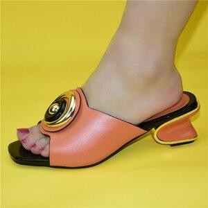 Image 2 - Mode Frauen Mitte Absätzen mit Flach Mund Quadratischen Kopf Schuhe Damen Hausschuhe Sexy Frau Schuh Sandalen 2021 Sexy Plattform pumpen