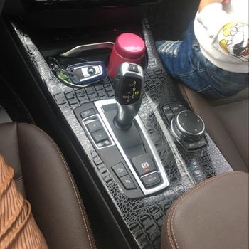 Samochód stylizacji nowy 3D 5D z włókna węglowego wnętrza samochodu konsoli środkowej zmienia kolor odlewnictwo naklejki naklejki dla BMW X3 F25 X4 F26 2011-17 tanie i dobre opinie Wewnętrzny CN (pochodzenie) Inne Inne naklejki 3d 0inch Emblems Osłona z włókna węglowego W opakowaniu