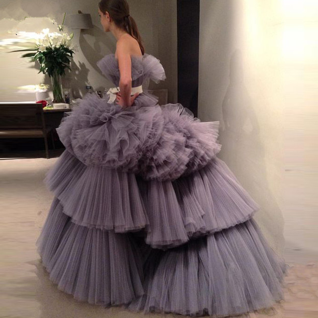 Amazing 2020 New Prom Dresses Ball Gown Tiered Ruffled Tulle Purple Unique Evening Dress Strapless Celebrity Pageant Gowns